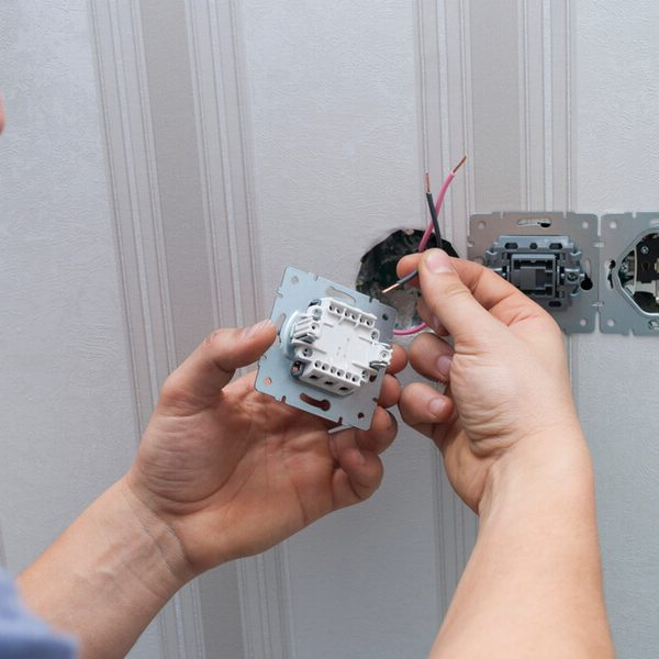Montáž vypínača svetla Bratislava iElektrikár